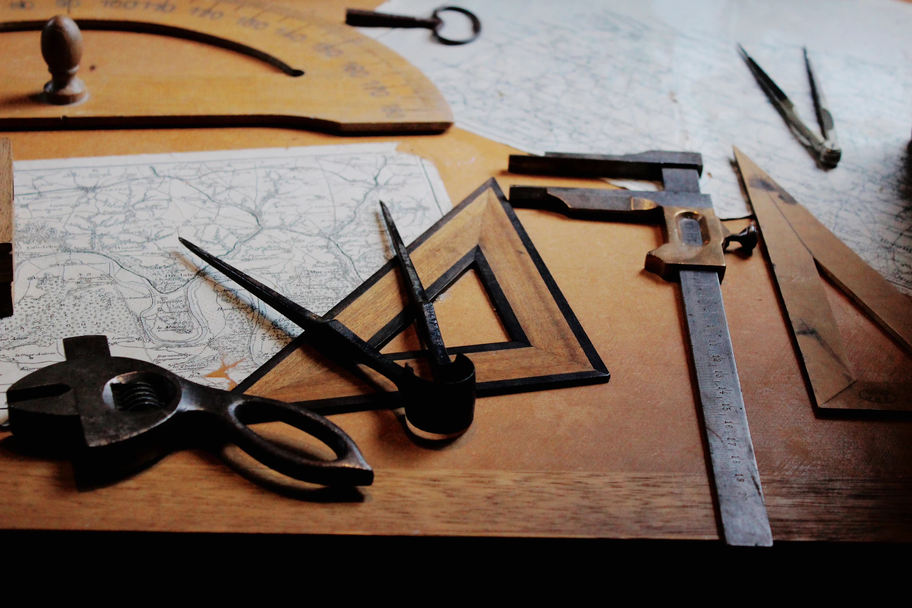 Building tools on a desk