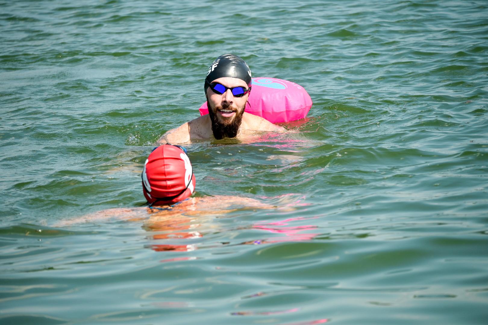 Raphael em um treino em águas abertas.