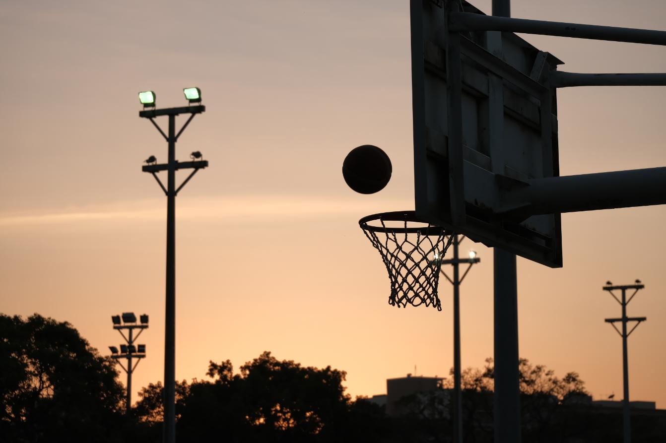 交大傍晚的籃球場